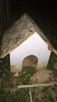 White and brown wooden dog house Germantown, 20874