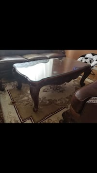 Coffee table comes with glass on top  Saint Louis, 63125