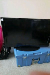 black flat screen 32' TV HD