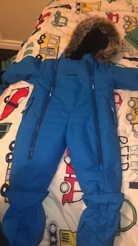 12M Oshkosh snowsuit. Worn outside once never in the snow or rain Toronto, M6N 4S8