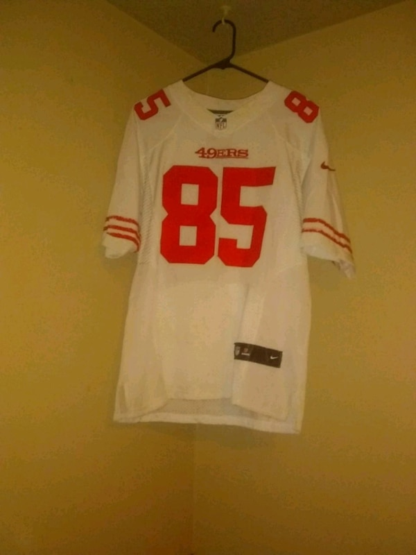 9e4e8651c Used 49ers embroidered Vernon davis jersey used for sale in Salinas - letgo