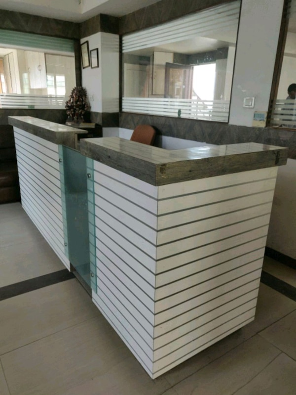 Reception table in white and contemporary design