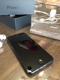 iPhone 5 - Unlocked Pointe-Claire, H9R 5V4