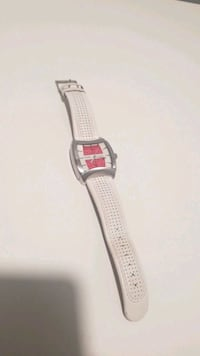 Guess white leather watch Vancouver, V7Y 1G5