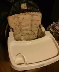 baby's white and brown high chair Bellevue, 98008