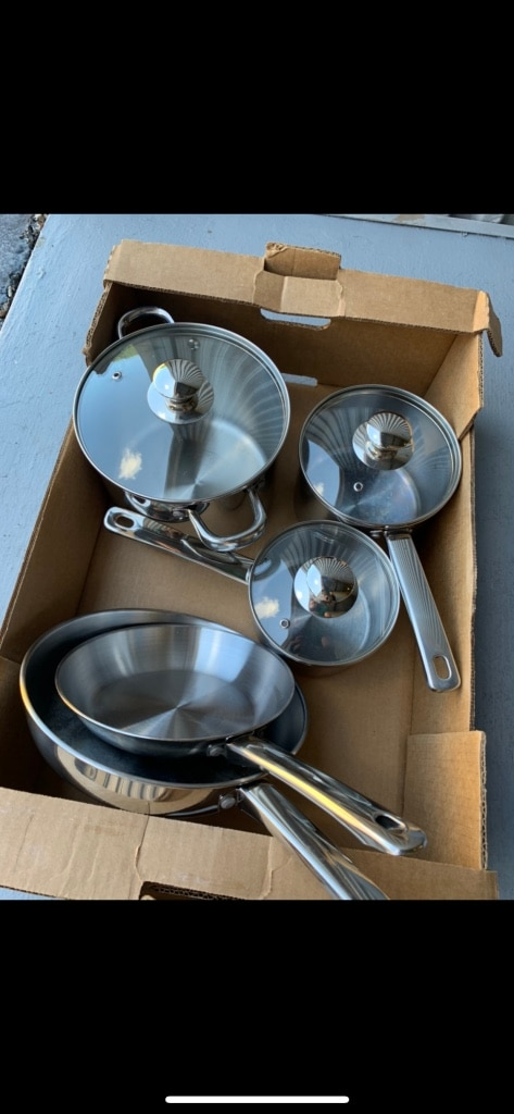 Photo Frying pans and pots with lids set