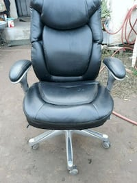 black leather padded rolling armchair Fresno, 93702