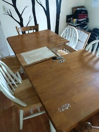 Great kitchen table and chairs $100 Stroudsburg, 18360