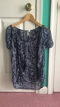 black and gray floral scoop-neck t-shirt Elkton, 21921