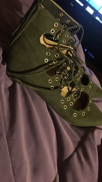 Olive green flats, ankle ties, size 5.5 Harlingen