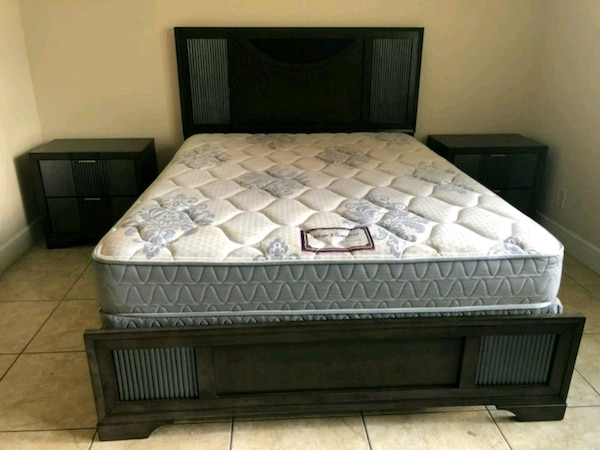 Darkwood Queen size bed room set