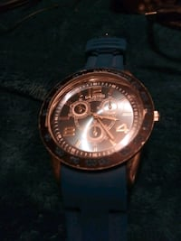 round gold-colored chronograph watch with link bracelet 526 mi