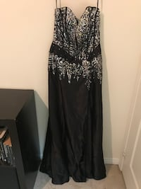 Stunning Formal Gown - Size L Mississauga, L5M