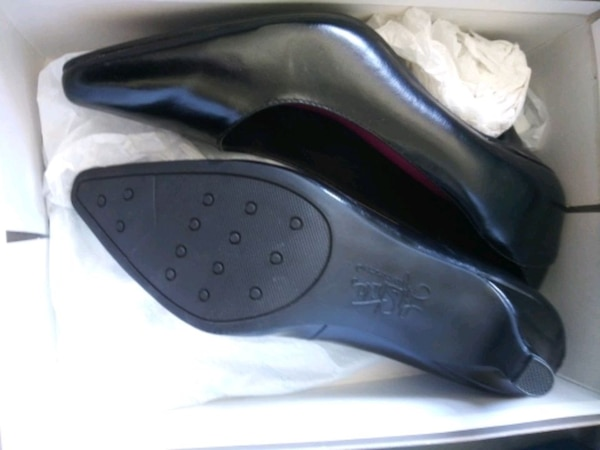 be21ba25b0 Used Leather Lifestride Pumps New in Box for sale in San Diego - letgo