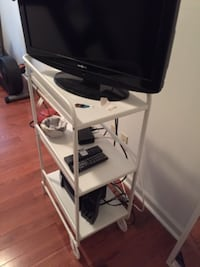 COMBO!!! TV, speakers, and stand alll perfect condition. Philadelphia
