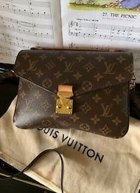 Louis Vuitton Pochette Metis crossbody Oslo