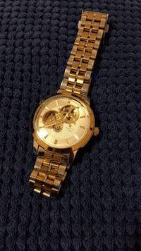 round gold-colored chronograph watch with link bracelet 541 km