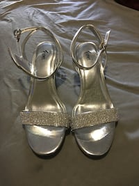 Pair of silver open toe ankle strap heels brand new never use 7.5 Everett, 02149