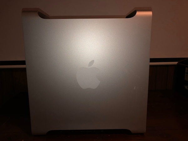 *WORKING* NEVER USED ORIGINAL MAC PRO *OPEN FOR NEGOTIATION* a3627379-bcda-4ce2-b873-9b8d20f45fc7