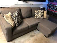 Gray fabric 3 seat couch with chaise reversible with 4 pillows Plano, 75075