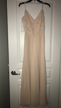 Blush pink bridesmaid dress. Never worn. Size 6 fits like a size 4, hemmed for someone 5'2. Comes with tags, paid $550. Willing to negotiate! Vaughan, L4H 3P6