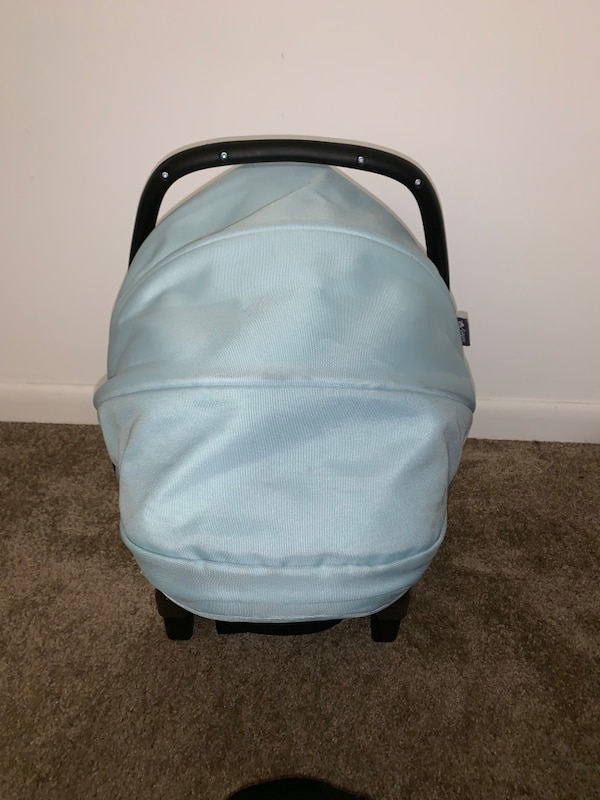 Baby's infant car seat  50a160df-2700-4d52-a579-afae50503429