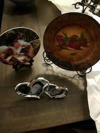 Lot New picture frame and 2 plates with stands Vaughan, L4H 2A3