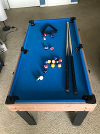 blue and black pool table 28 km