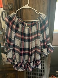 New with Tags Women's Cute Ruffle Top