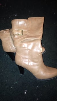 Size 71/2 women's only worn a couple times asking 30 or best offer. Corbin, 40701