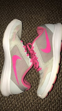 gray-and-pink Nike running shoes Peterborough, K9J 7K4