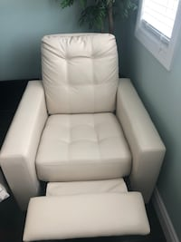 Beige recliner leather chair in great shape (few little scratches) pick up only