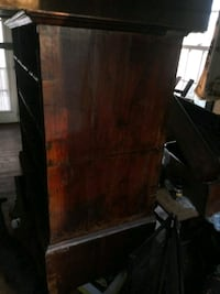 Antique 2 piece dresser Has all the drawers