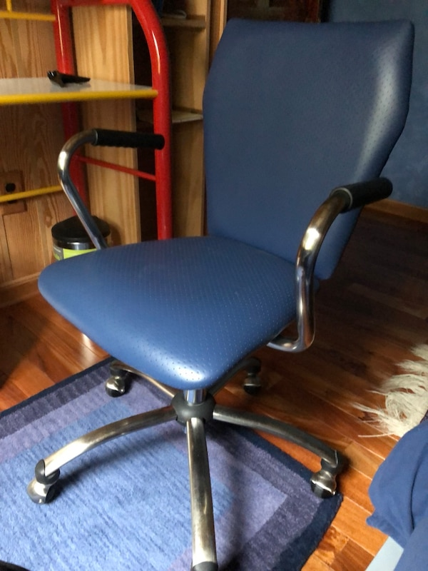 Blue desk chair, pick-up near downtown Silver Spring, Saturday 8:30-11