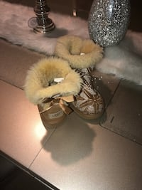 Pair of chestnut ugg mini bailey bow boots 35 mi