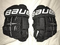 Bauer Pro 4-Roll Ice Hockey Gloves.  Senior size 13.  In like new condition Ellicott City, 21042