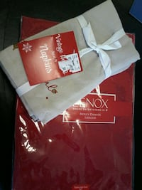 """holiday tablecloth 70"""" round and vintage napkins set of 4 El Paso, 79901"""
