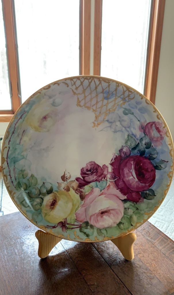 Photo Vtg. 11 1/4 Hand painted plate ready to hang