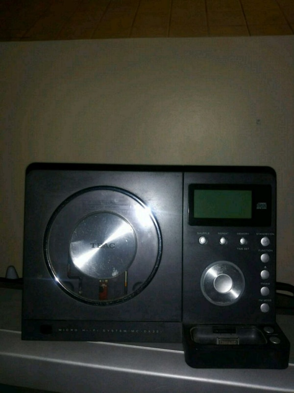 TEAC Micro Hi-Fi system w/ ipod cradle and sub
