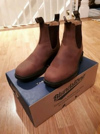 pair of brown leather boots Toronto, M4W 3Z2