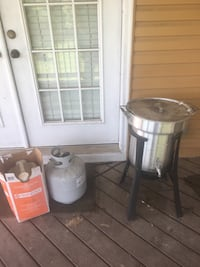 Comes with fryer, tank, and oil Lowell, 72745