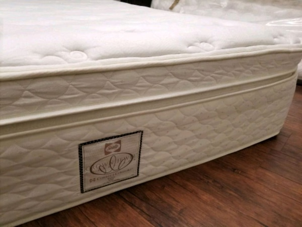 Eurotop Sealy Queen mattress 250 box $30 delivery