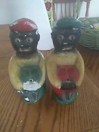 two green and white ceramic figurines Jacksonville, 32210