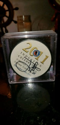 OFFICAL HHOF INDUCTION PUCK SIGNED BY JOE Nieuwend Montreal, H9H 2P5
