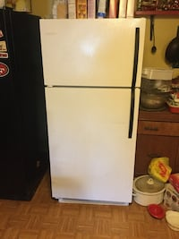 Frigidaire white great condition 5 ft 5inches bye 30 inches wide Sweet Home, 97386