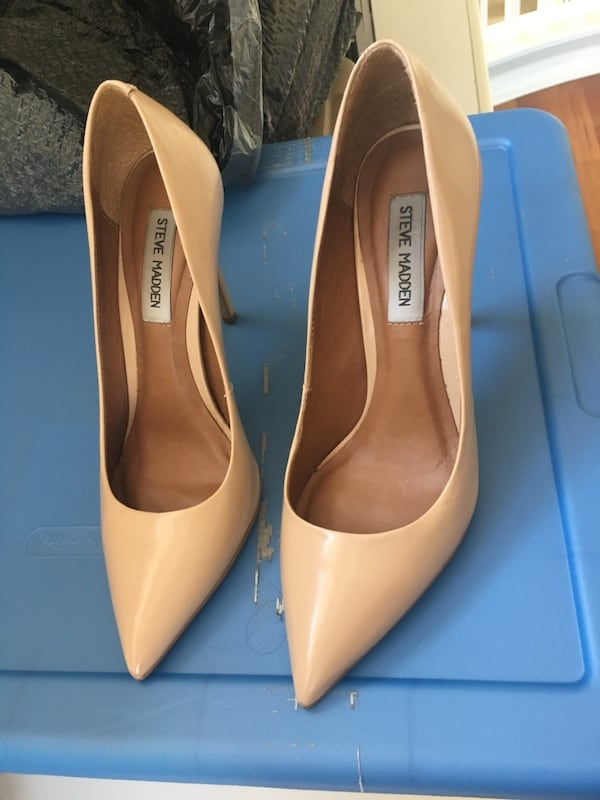 pair of nude patent leather pointed toe heel shoes 259e8b5f-445a-415c-8bc7-7f39b92d133f