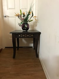 black wooden side table with table lamp Huntington Beach, 92648