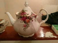 Country Rose China teapot itself is worth it over to $150 Coquitlam, V3J 6T4