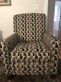 Recliner Klaussner (Excellent Condition ) South Portland, 04106