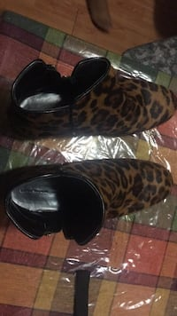 black and brown leopard print slip-on shoes Toronto, M5B